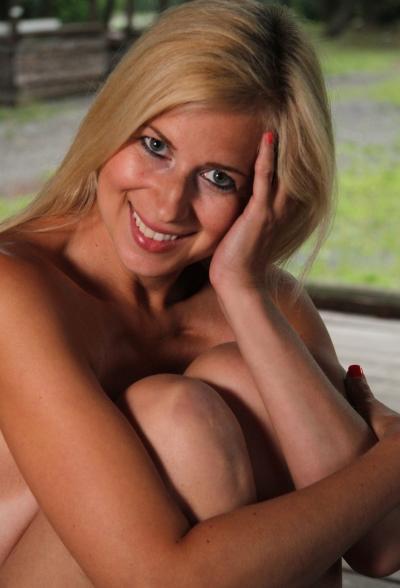 Обнаженная блондинка Anastasia Devine 16 фото