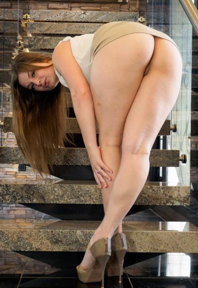 Толстожопая девушка Danielle Delaunay 14 фото