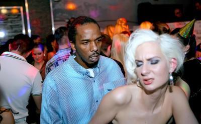 Вечеринка в ночном клубе с жестким сексом 2 фото