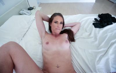 Кончил зрелой мамаше на грудь после секса 10 фото