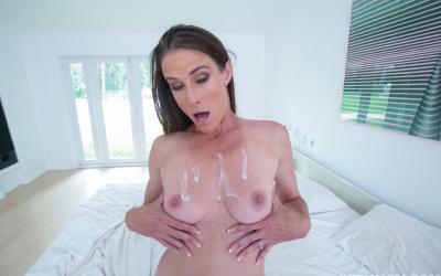 Кончил зрелой мамаше на грудь после секса 14 фото