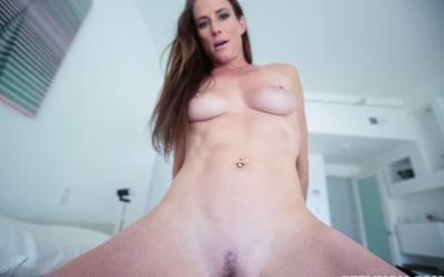 Кончил зрелой мамаше на грудь после секса 7 фото