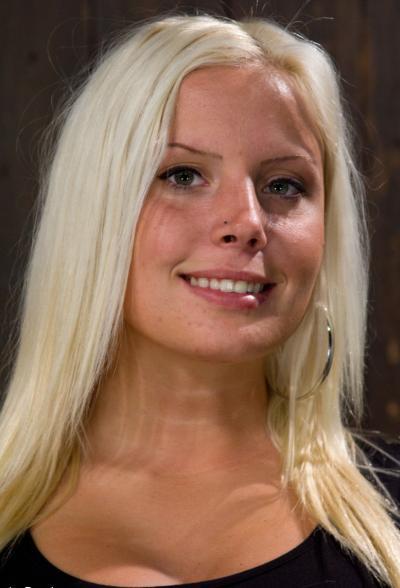 Насильно довел до оргазма пухлую блонду 2 фото