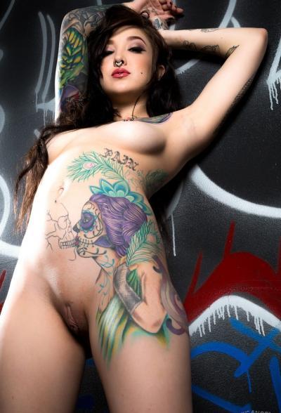 Татуированная брюнетка Kelsi Lynn 11 фото