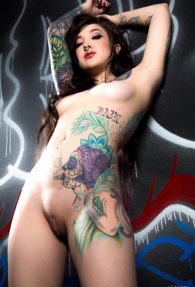 Татуированная брюнетка Kelsi Lynn 12 фото