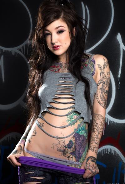 Татуированная брюнетка Kelsi Lynn 5 фото