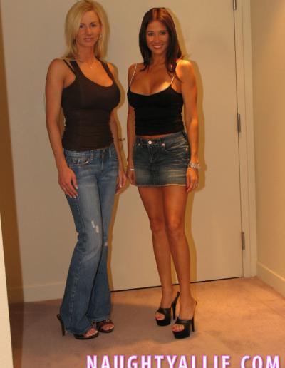 Две милфы лесбиянки 1 фото