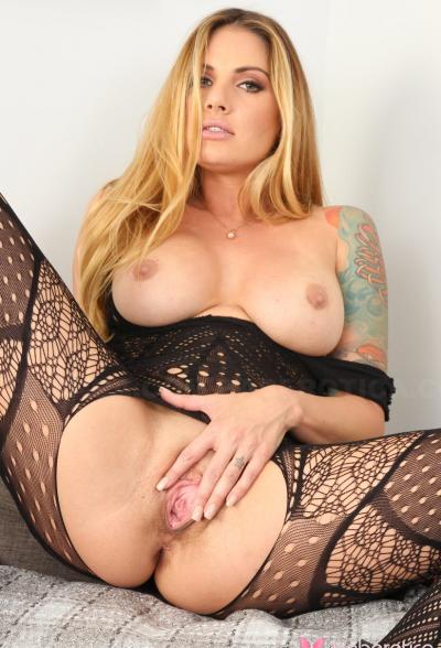 Шикарная блондинка в бодистокинге 7 фото
