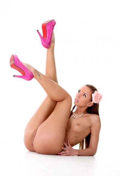 Привлекательная порномодель Gina Devine 12 фото