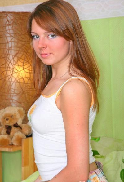 Русская парочка трахается на кровати 1 фото