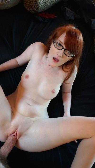 Умная рыжая девушка Krystal Orchid 15 фото