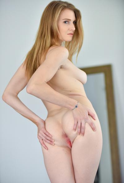 Блондинка Ashley Lane показала розовые дырочки 15 фото