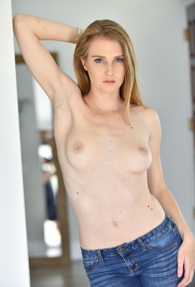 Блондинка Ashley Lane показала розовые дырочки 4 фото