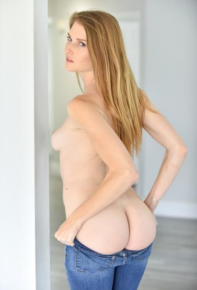 Блондинка Ashley Lane показала розовые дырочки 6 фото