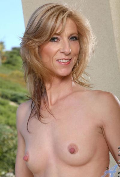 Зрелая блондинка Dee Dee 10 фото