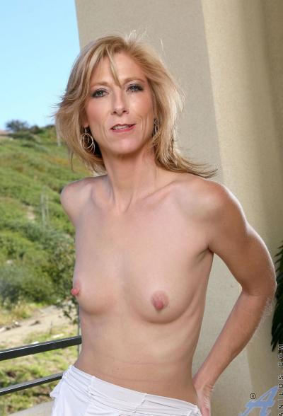 Зрелая блондинка Dee Dee 5 фото