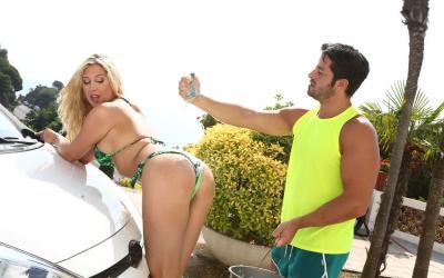 Отодрал жену за плохо помытую машину 7 фото