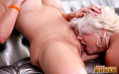 Толстые зрелые лесбиянки целуют интимные места 13 фото