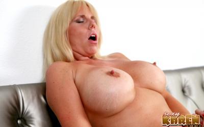 Толстые зрелые лесбиянки целуют интимные места 14 фото