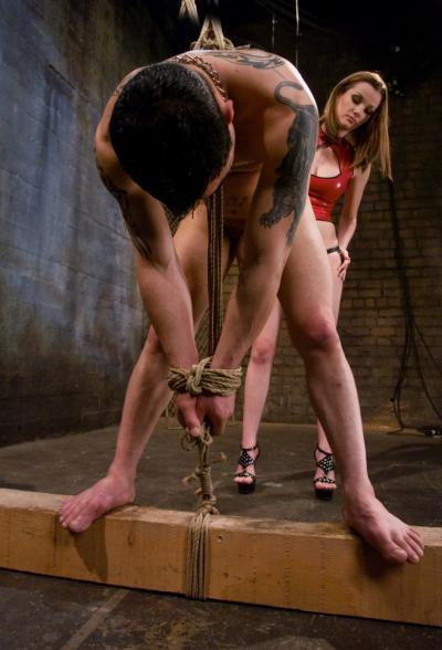 Сучка Raven Alexis трахает страпоном мужика в жопу 2 фото
