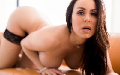 Сексуальная зрелая дама в чулках Кендра Ласт 14 фото