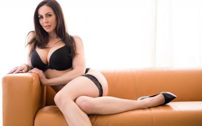 Сексуальная зрелая дама в чулках Кендра Ласт 4 фото