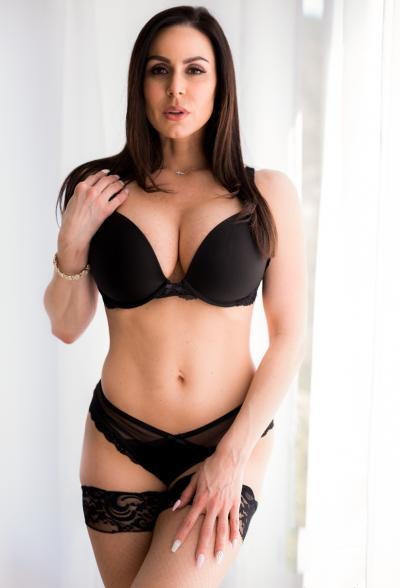Сексуальная зрелая дама в чулках Кендра Ласт 5 фото