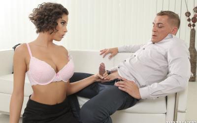 Трахнул сексуальную телку и кончил на грудь 1 фото